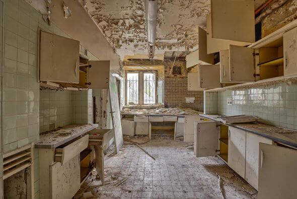 Chateau Miranda kitchen