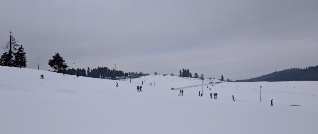 skiing in gulmarg kashmir