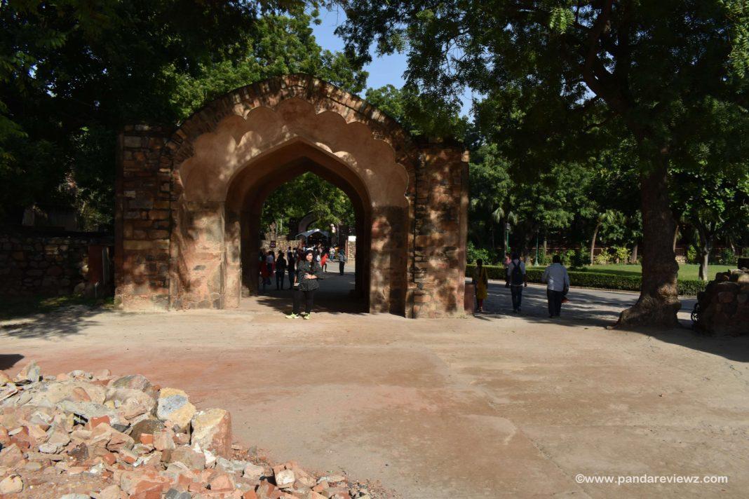 qutub minar photo spot near enterance