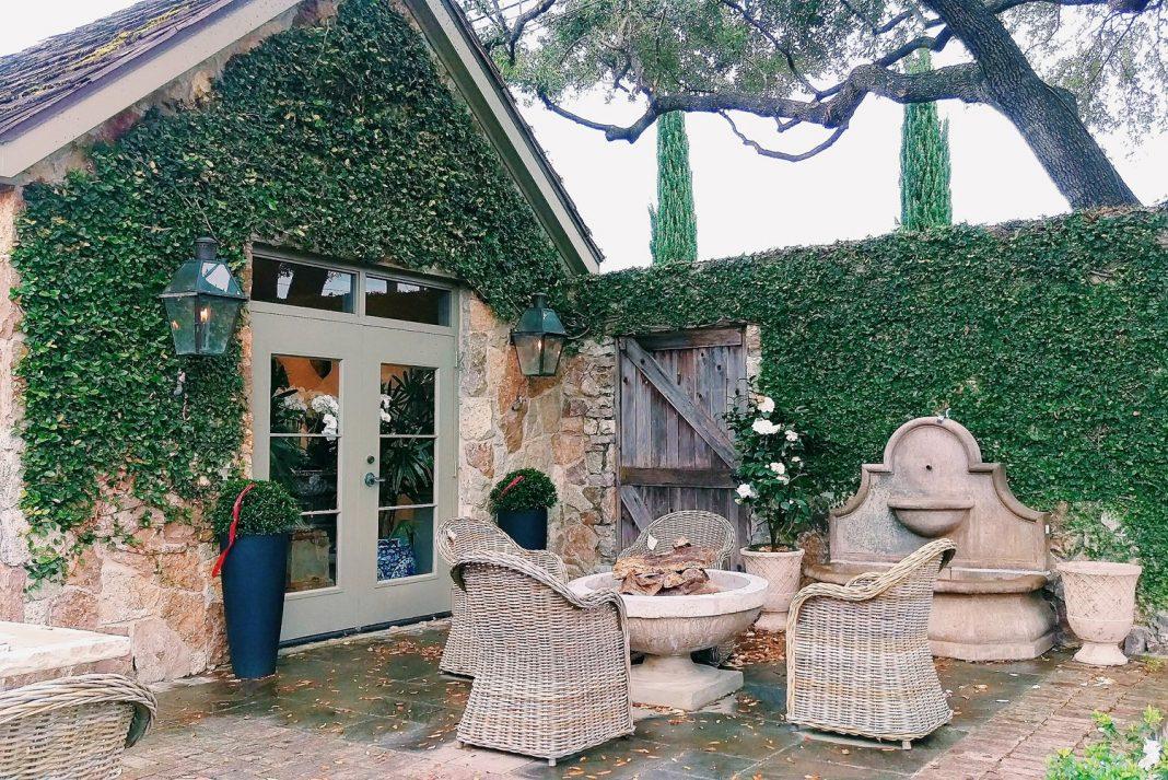 Romantic Restaurant in Hoston